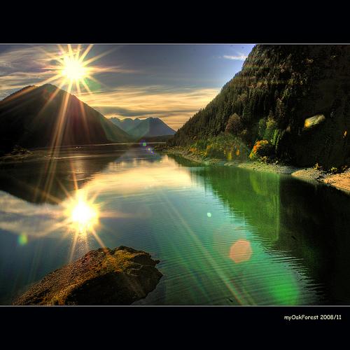 湖の陽光.jpg